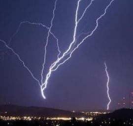 ¿Qué les espera a las eléctricas tras la nueva reforma del sector?