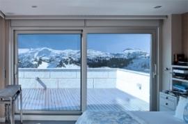 Cortizo lanza su nueva gama de aislamiento de correderas elevable 4600 HI (High Insulation).