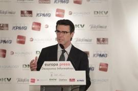 Soria avisa a las eléctricas de que sólo avalará el déficit de 2013 si renuncian a subidas de precios