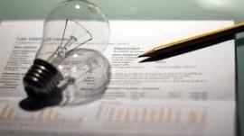 Las eléctricas critican la nueva tarifa y Soria defiende los ahorros para el consumidor