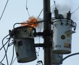 El incendio de un transformador en Santa Isabel interrumpe el suministro eléctrico a 370 clientes